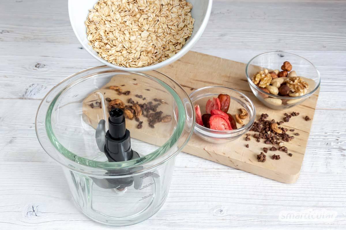 Ein köstlicher Frühstücksbrei ist mit einer fertigen Trockenmischung viel schneller zubereitet. Mit diesem einfachen Rezept stellst du die Porridge-Mischung auf Vorrat her.