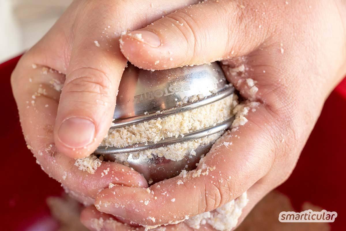 Badebomben mit Haferflocken kannst du einfach selber machen. Sie enthalten besonders viele hautpflegende Stoffe für ein sprudelndes Verwöhnbad.