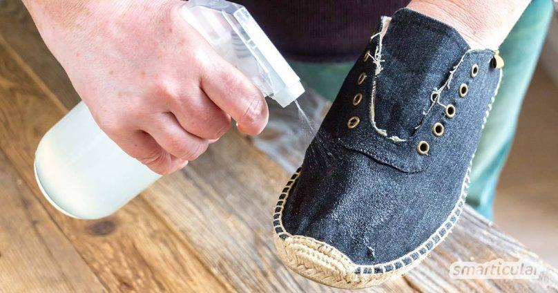 Mit essigsaurer Tonerde lassen sich Kleidung und andere Textilien natürlich imprägnieren. In wenigen Schritten wird der Stoff wasserabweisend - ideal für Naturfasern.