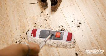 Laminat ist ein praktischer und pflegeleichter Bodenbelag. Nur ist es gar nicht so leicht, ihn streifenfrei zu putzen. Natürliche Hausmittel und ein paar Tipps helfen dir dabei, den Laminatboden richtig zu reinigen.