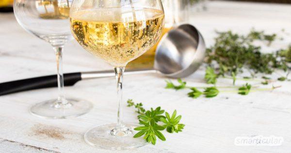 Eine Maibowle mit echtem Waldmeister schmeckt nach Frühling - viel besser als die künstlich aromatisierten und eingefärbten Waldmeister-Produkte aus dem Handel.