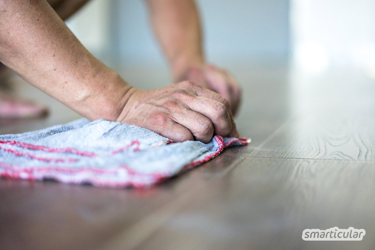 Natürliche Pflege für Parkett und Dielen: Ob versiegelt, geölt oder gewachst, sie brauchen keine speziellen Putzmittel. Die richtige Reinigung und Pflege gelingt mit einfachen Hausmitteln.