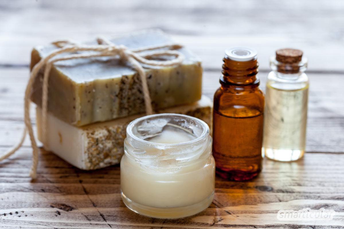 Mikroplastik steckt in zahlreichen Pflegeprodukten und lässt sich oft nur schwer erkennen. Mit diesen Tipps kannst du auf Kosmetik mit umweltbelastenden Inhaltsstoffen leicht verzichten.