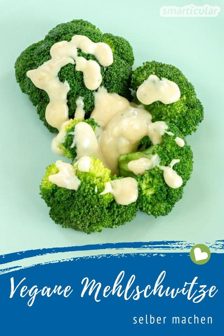 Vegane Mehlschwitze kannst du ganz leicht selber machen. Die Mehlschwitze lässt sich dann flexibel als Basis für die verschiedensten Soßen nutzen.