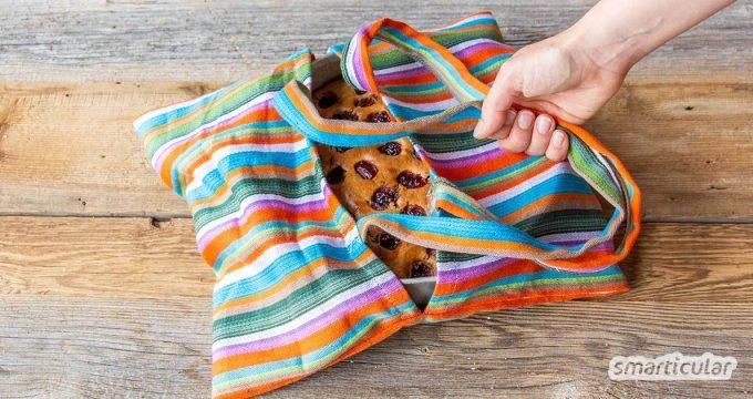 Eine Kuchen-Transporttasche kannst du aus einem ausgedienten Geschirrtuch selber nähen. Damit lassen sich Backformen, Salatschüsseln usw. bequem transportieren.