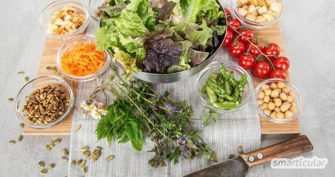 Grüner Salat ist langweilig? Probiere doch mal diese ungewöhnlichen Salatzutaten, die ihn eiweißreich, nahrhaft und sättigend machen und ihm besondere Aromen verleihen!