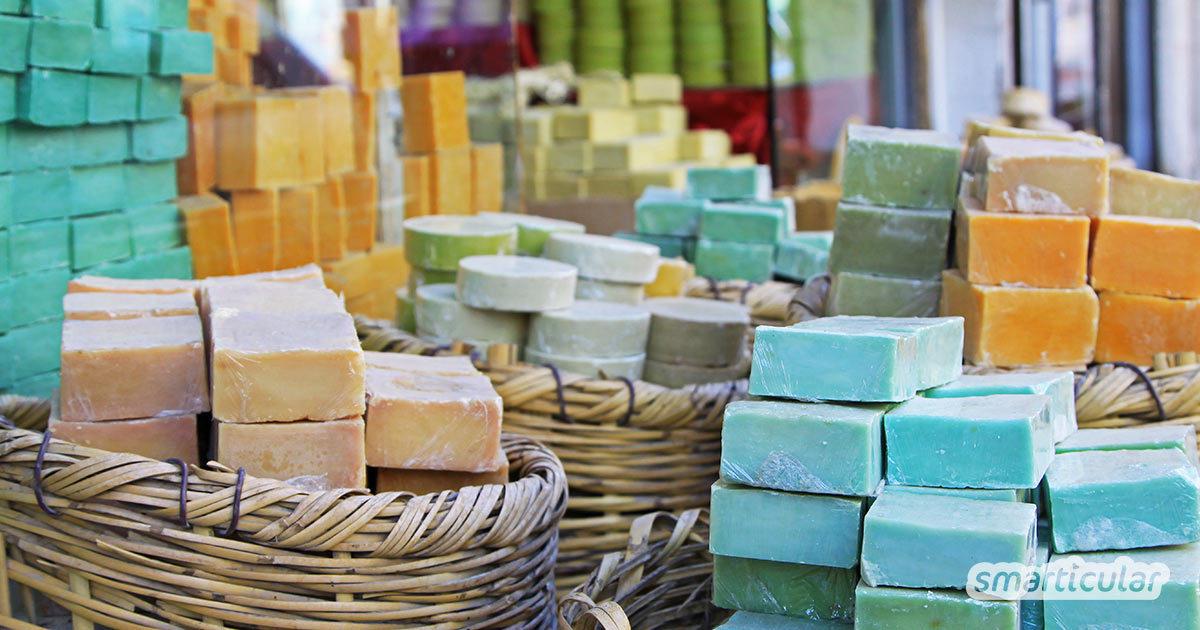 Was sind eigentlich die Unterschiede zwischen Kernseife, Fein- bzw. Pflegeseife, Naturseife und Schmierseife, und welche Seife dient wofür? Hier findest du die Antworten.