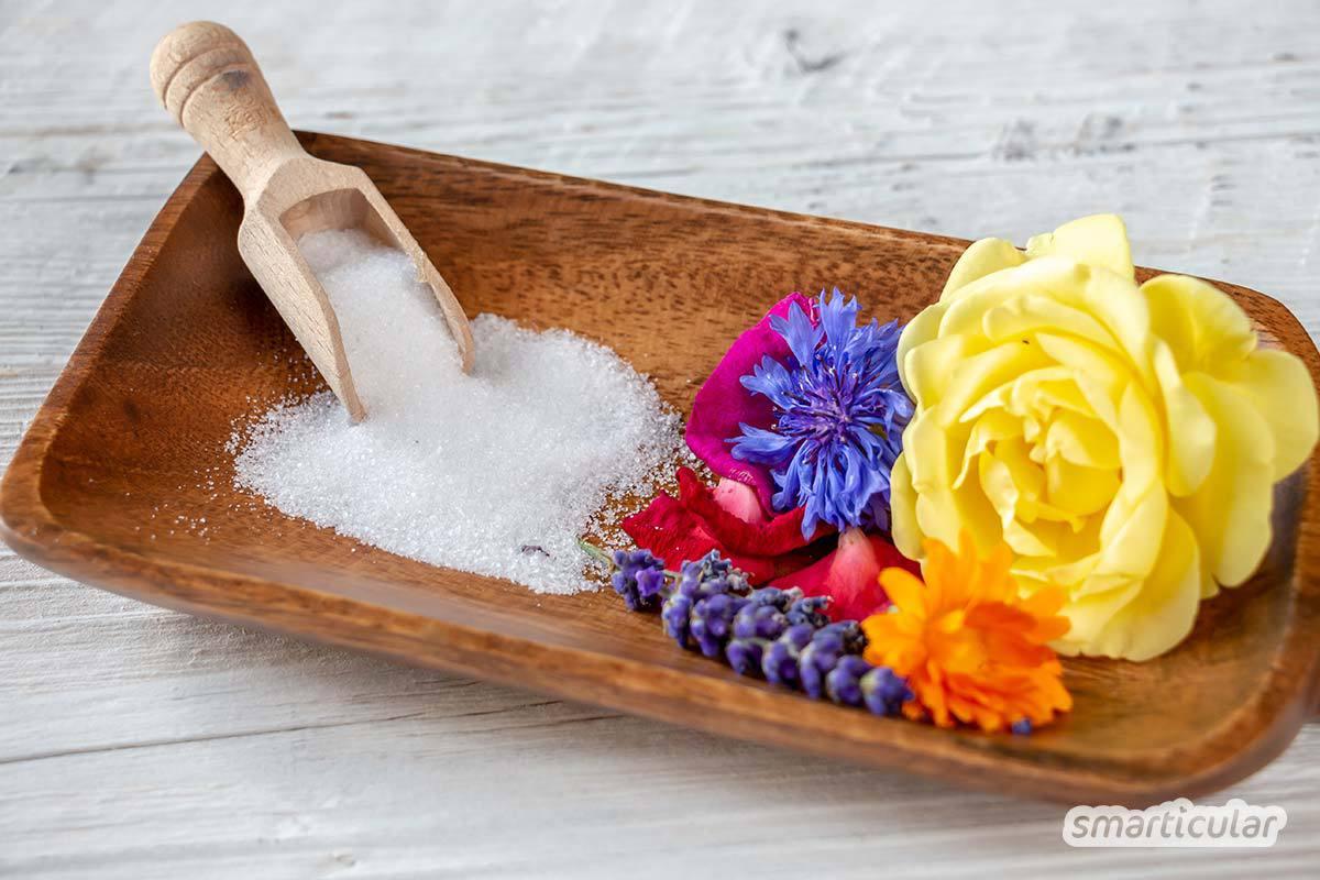 Selbst gemachtes Blütensalz verleiht Gerichten ein intensives Aroma und ist ein schönes Geschenk. Man kann es leicht aus essbaren Blüten und Salz herstellen.