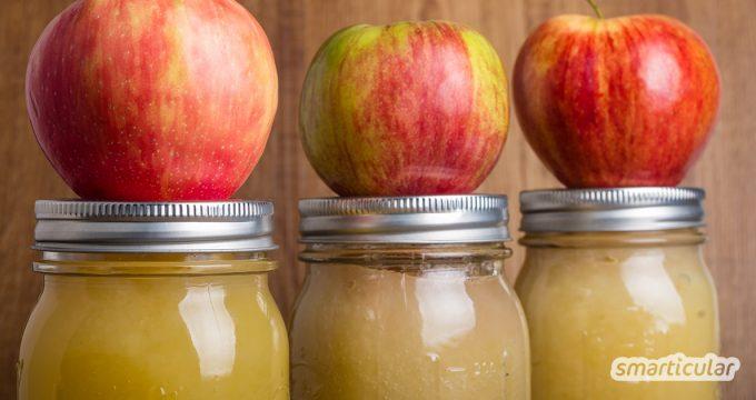 Um Apfelmus selber zu machen, benötigt man nur zwei Zutaten und einige wenige Handgriffe. Im Gegensatz zum Fertigprodukt kommt dieses einfache Rezept ohne Industriezucker aus.