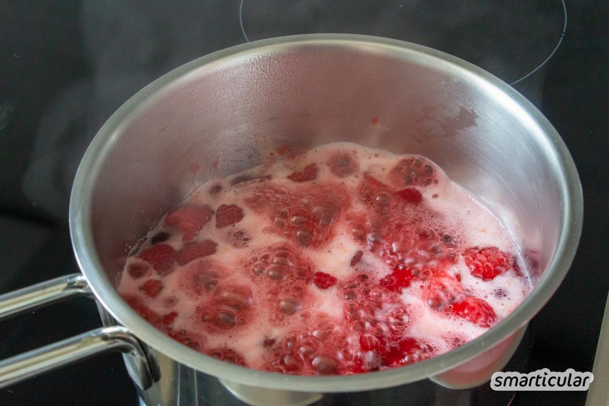 Birkenzucker (Xylit) ist die gesündere Alternative zu Haushaltszucker. Mit dem Zuckerersatz aus der Birkenrinde kannst du genauso wie Kristallzucker Sirup selber machen.
