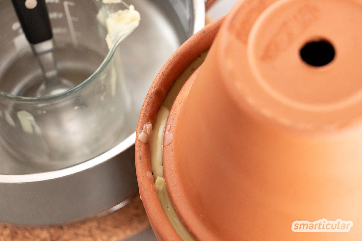 Ollas zur Bewässerung von Garten und Hochbeet kannst du aus einfachen Tontöpfen selber bauen. Ein teures System mit Tropfschlauch ist nicht notwendig.