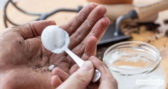 Handwaschpaste für dreckige Hände nach der Gartenarbeit kannst du leicht selber machen. Die Paste beseitigt Schmutz und sogar Fett effektiv und pflegt die Hände.