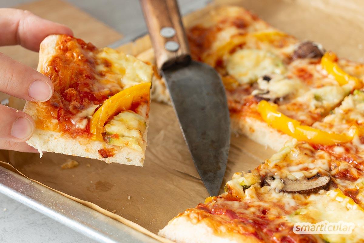 Wer seinen Pizzateig einmal selbst gemacht hat, möchte den italienischen Klassiker nur noch mit frischem Hefeteig genießen. Mit diesem einfachen Rezept schmeckt deine hausgemachte Pizza wie beim Italiener.