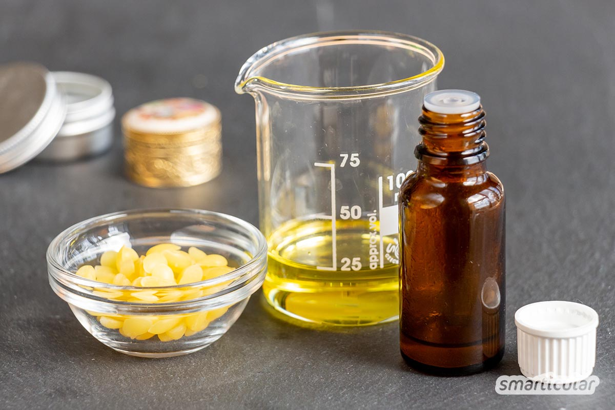Ein festes Parfum lässt sich mit ätherischen Ölen, Bienenwachs und Jojobaöl einfach selber machen. Es ist sehr praktisch für unterwegs und kommt ohne hautreizenden Alkohol aus.