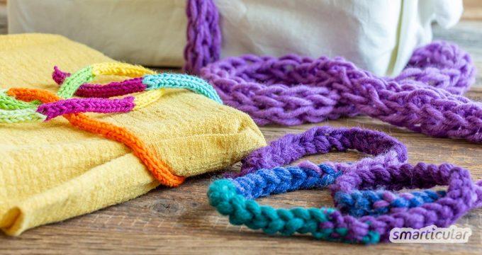 Wer vom Handarbeiten Wollreste übrig hat, kann wiederverwendbares Geschenkband daraus stricklieseln oder häkeln, statt sie wegzuwerfen.