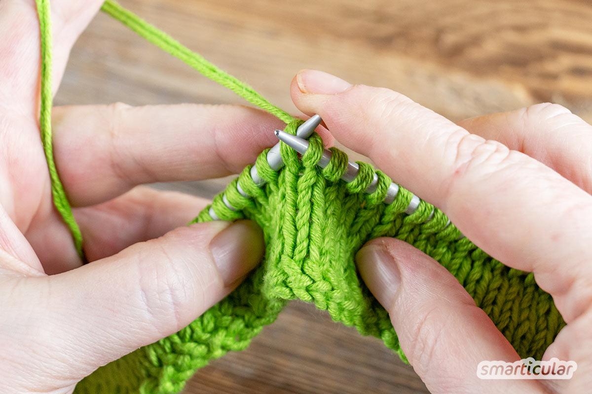Haargummis kannst du ganz einfach selber machen: Stricke dir aus Wollresten deine eigenen, bunten Zopfhalter. Anleitung auch geeignet für Anfänger.