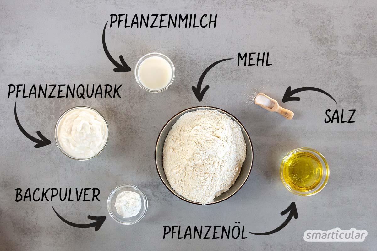 Quark-Öl-Teig geht auch vegan! Mit diesem Rezept kannst du die einfache Hefeteig-Alternative ohne tierische Zutaten zubereiten und vielfältig weiterverarbeiten.