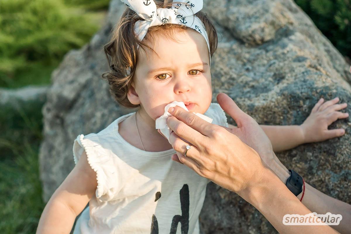 Eingerissene Mundwinkel äußern sich durch unangenehmes Brennen und Jucken. Richtige Pflege und Ernährung helfen, Mundwinkelrhagaden vorzubeugen.