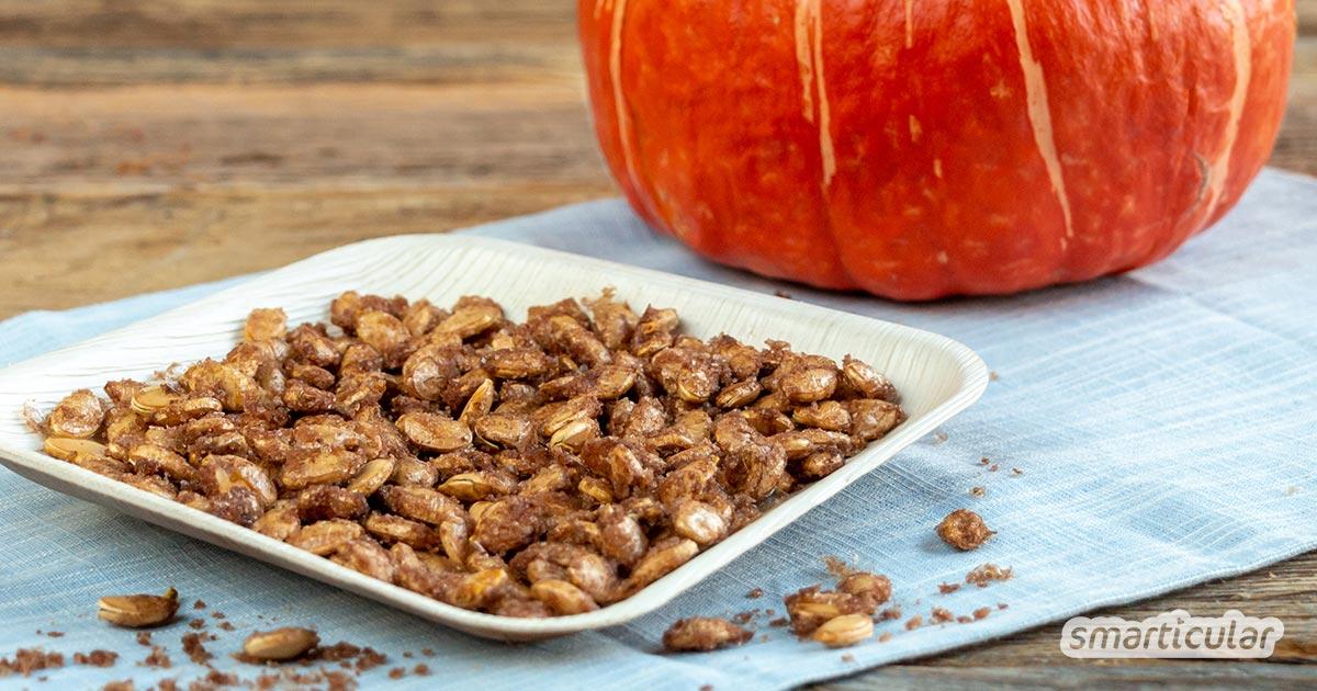 Frische Kürbiskerne bleiben oft ungenutzt. Dabei lassen sie sich so leicht weiterverarbeiten - zu einem köstlich süßen Knabbersnack mit Zimt und Zucker!
