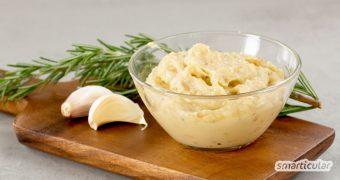 Ein Brotaufstrich mit gebackenem Knoblauch und weißen Bohnen schmeckt nicht nur großartig, er ist zudem noch gesund!