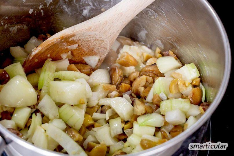Esskastanien lassen sich bestimmt auch in deiner Nähe finden. Und dann kann man eine köstliche Suppe aus nur vier Zutaten daraus kochen.
