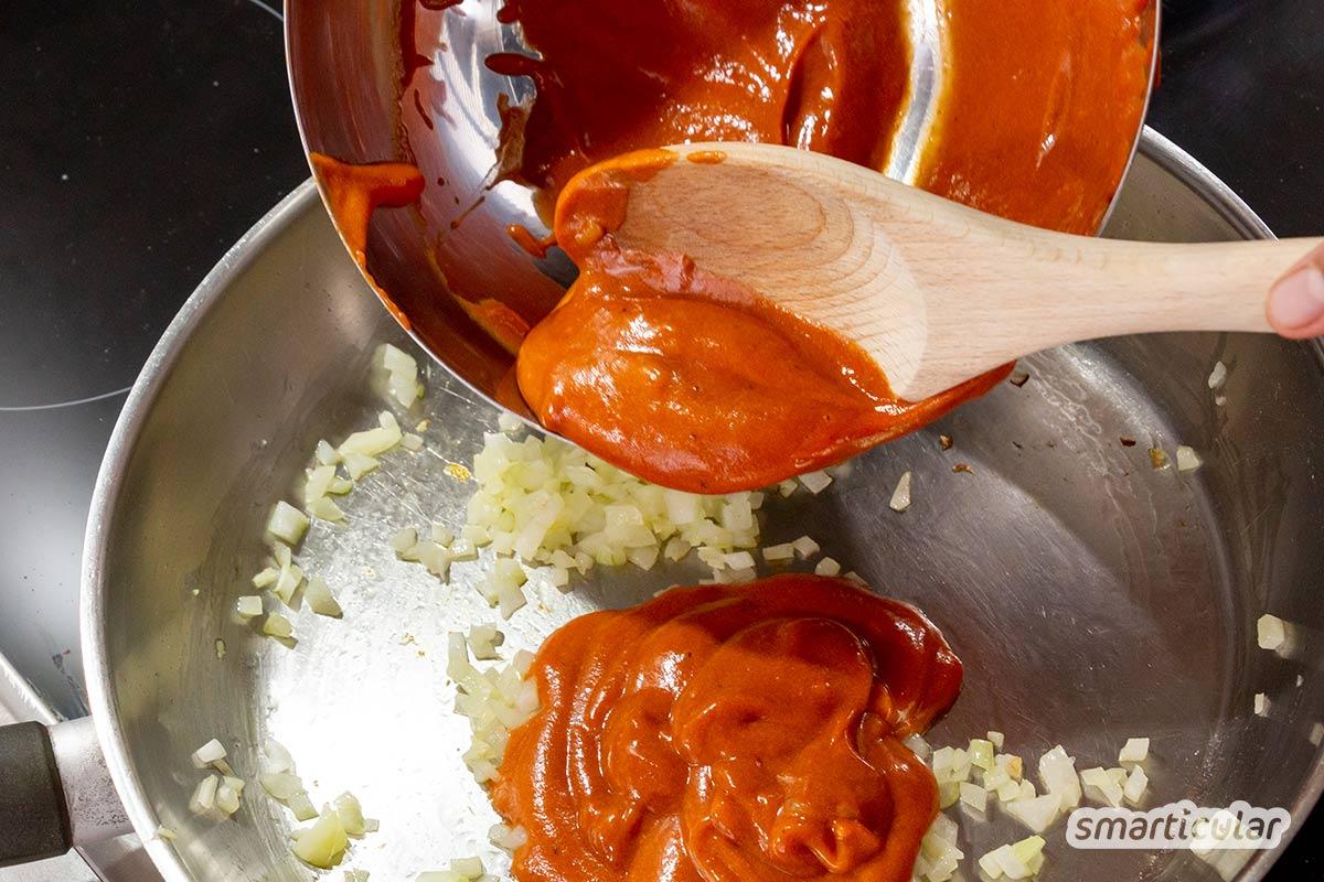 Hagebutte enthält enorm viel Vitamin C und wächst direkt vor der Haustür. Eine Hagebuttensauce für Pasta ist eine tolle Alternative zu Tomatensoße.