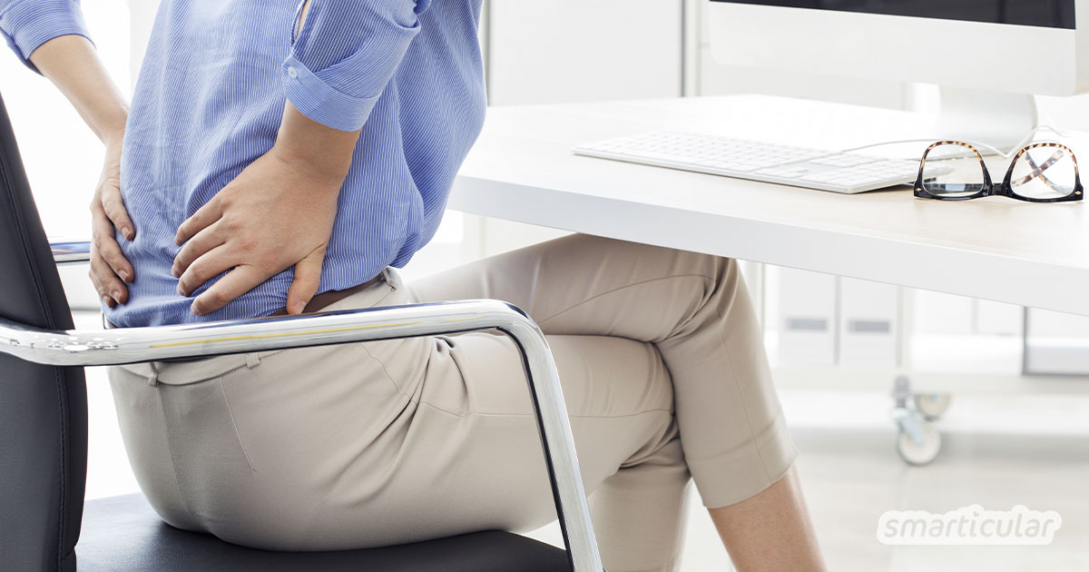 Sitzen ist das neue Rauchen! Mit diesen Tipps bringst du mehr Bewegung in deinen Alltag und beugst den typischen Folgen von Bewegungsmangel - wie Rückenproblemen - vor.