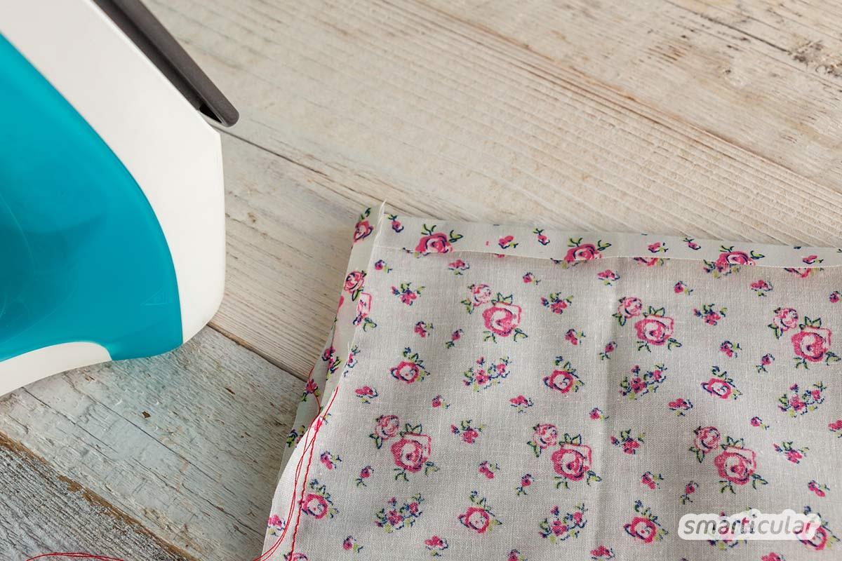 Ein Stoffbeutel mit Kordelzug ist aus Stoffresten schnell genäht und hilft, Ordnung zu bewahren im Bad, auf dem Schreibtisch und im Kleiderschrank.