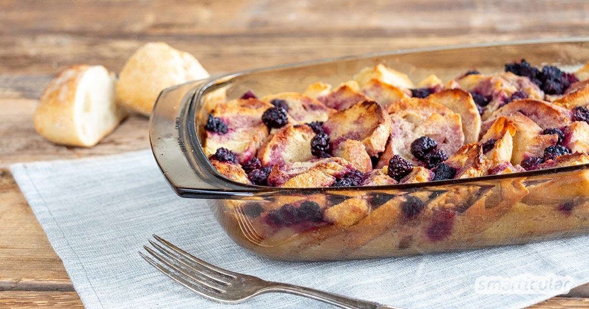 Brot- und Brötchenreste fallen in den meisten Haushalten fast täglich an und werden leider viel zu schnell altbacken. Bereite daraus einen süßen Brotresteauflauf zu!