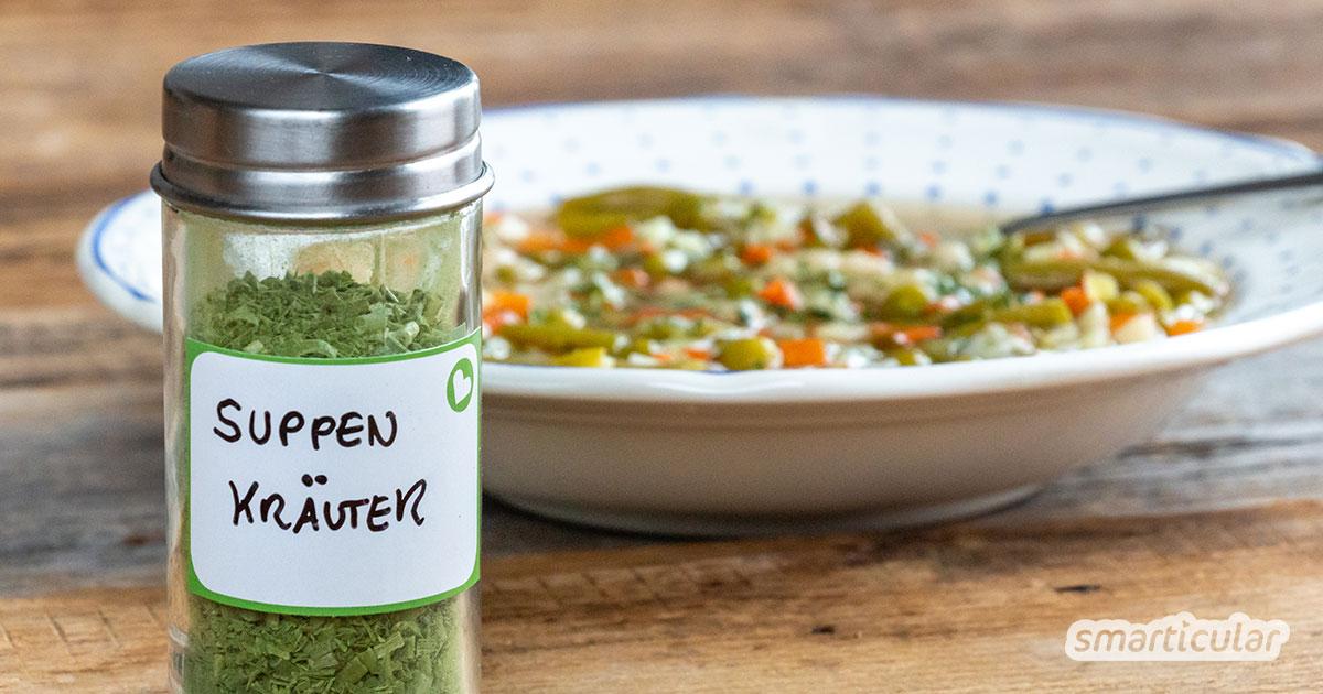 Kräuter runden den Geschmack von Suppen und Eintöpfen erst so richtig ab. Mit einem selbst gemachten Suppengewürz mit getrockneten Kräutern verleihst du jeder Suppe den letzten Pfiff!