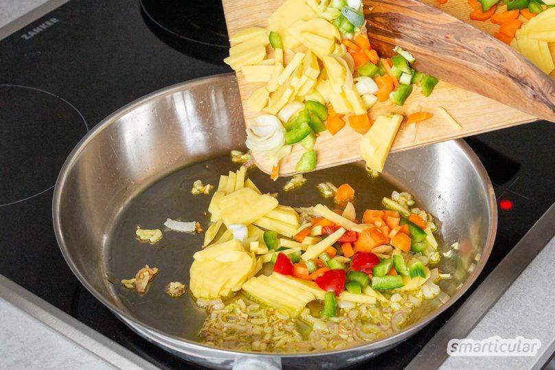Statt Gemüsereste in den Kompost oder gar in den Müll zu werfen, kannst du sie noch zum Kochen verwenden und daraus eine leckere Gemüse-Tortilla zaubern!