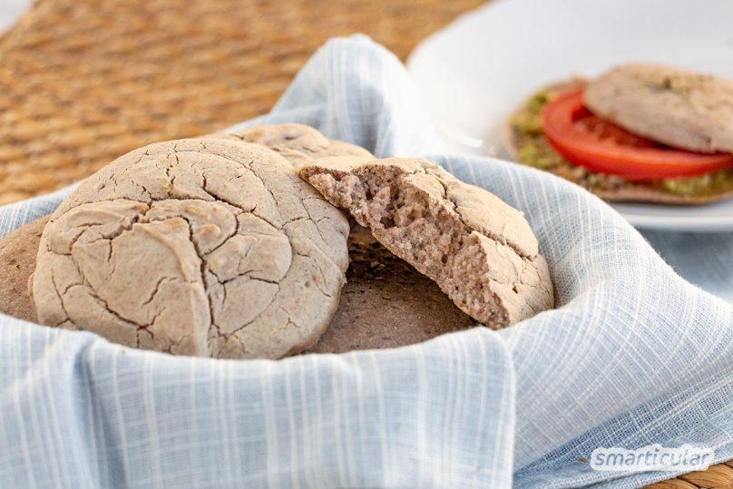 Cloud Bread ist auf dem Low-Carb-Speiseplan ein beliebtes glutenfreies Brot mit viel Eiweiß. Hier gibt es die vegane Variante mit Aquafaba.
