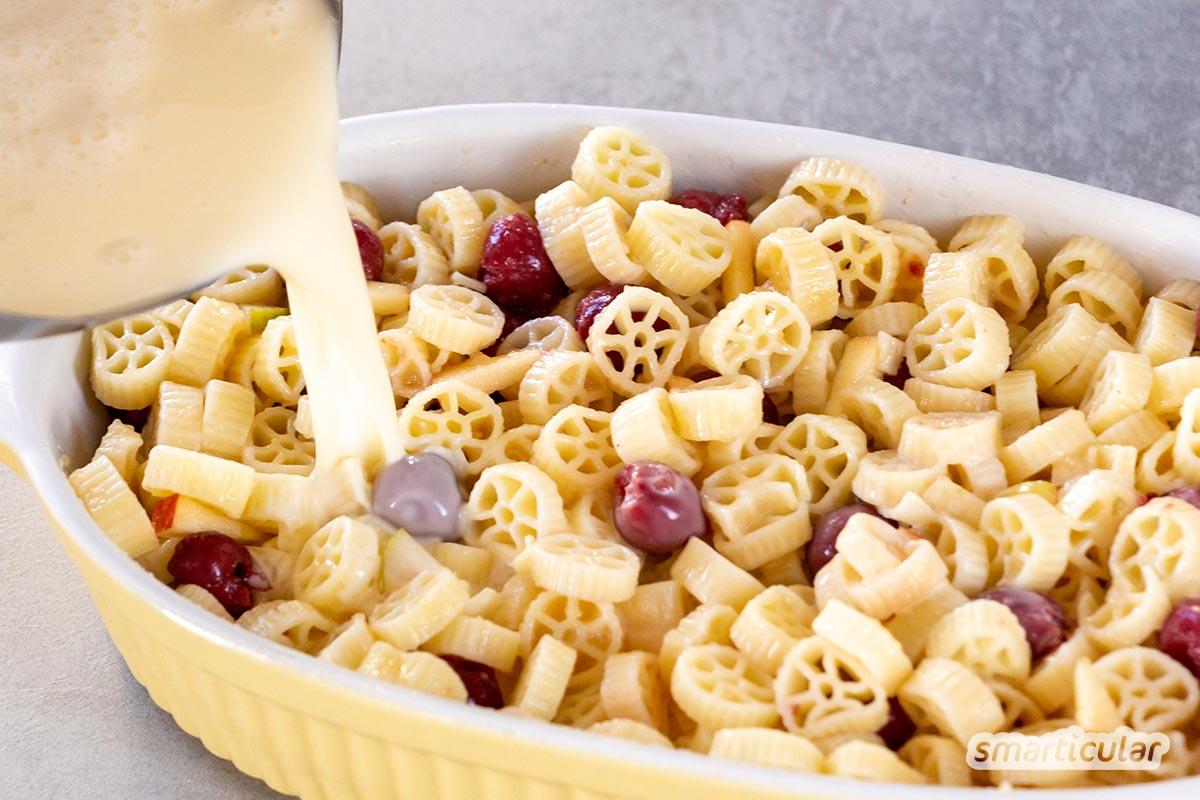 Nudeln vom Vortag können zur Abwechslung auch mal süß verwertet werden mit diesem leckeren Nudelauflauf mit Obst! Er eignet sich als Hauptspeise oder als Nachtisch.