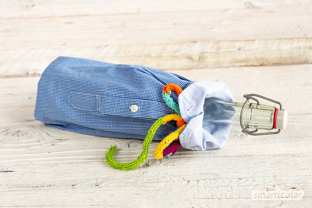 Ein altes Oberhemd ist viel zu schade für die Kleidersammlung, denn es lässt sich beispielsweise zu einem Kinderkleid, einer Kissenhülle oder einem Brotbeutel upcyceln.