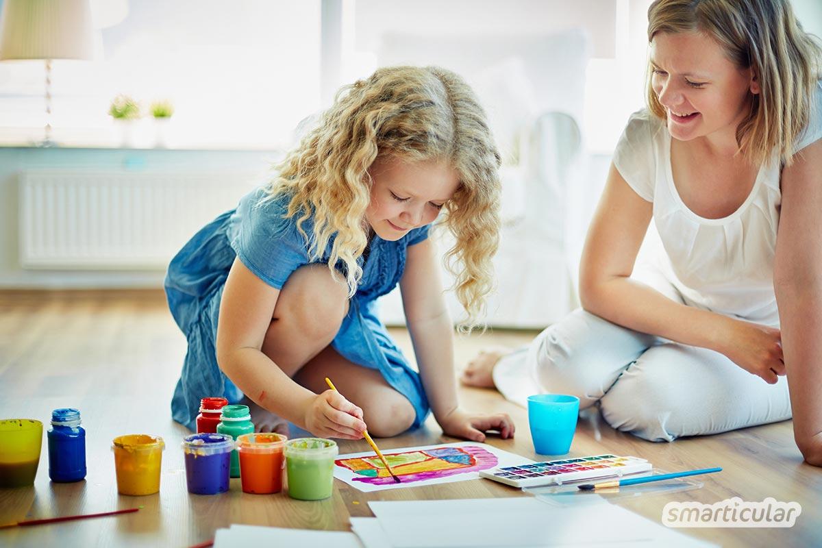 Im Homeoffice zu arbeiten, während die Kinder ebenfalls zu Hause sind, das scheint für die meisten unmöglich. Doch mit diesen Tipps kann das Homeoffice mit Kind gelingen!