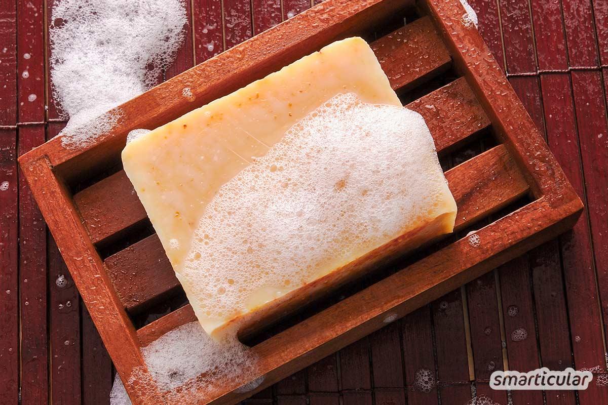 Wegen der Hygiene bevorzugen viele Menschen Flüssigseife gegenüber dem Seifenstück. Dabei bietet feste Seife zahlreiche Vorteile und muss sich auch bei der Sauberkeit nicht verstecken.