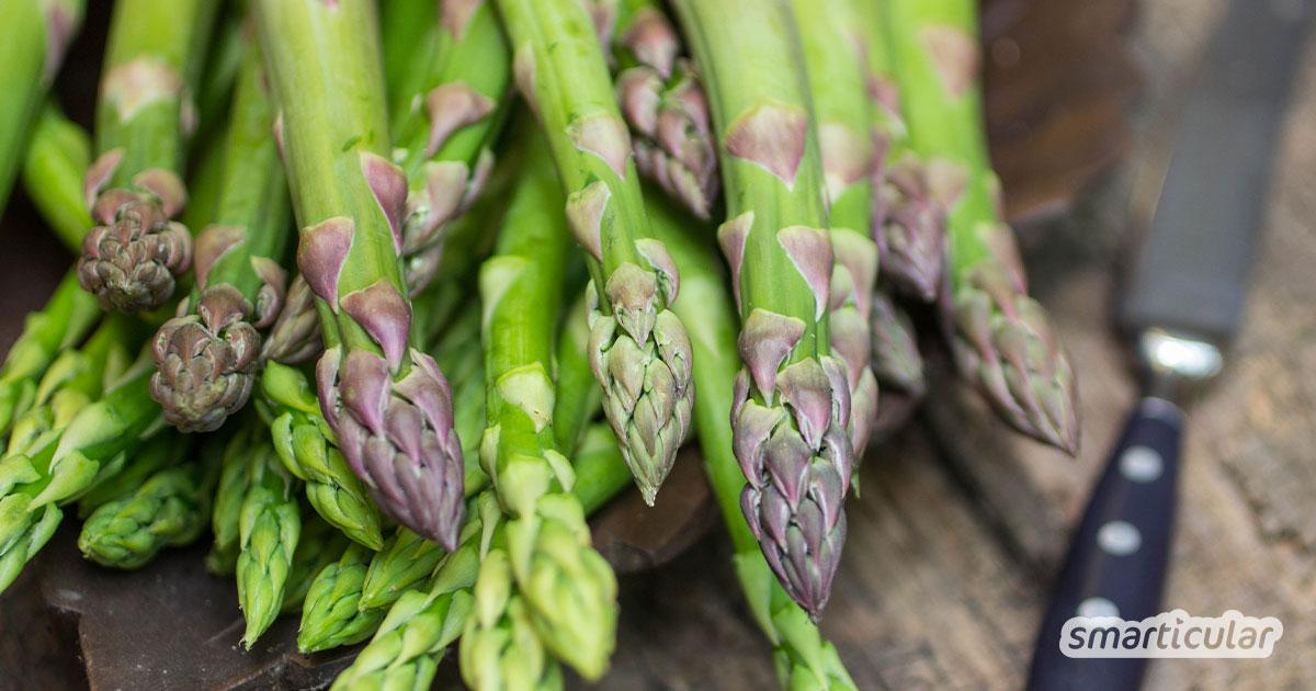 Grüner Spargel muss kaum geschält werden und braucht nicht so lange zu kochen wie weißer Spargel. So einfach lässt sich der vielseitige Vitalstoff-Lieferant zubereiten!