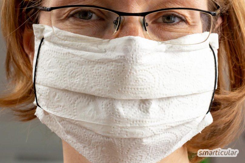 Ein Mundschutz aus einem Schal oder aus Küchentüchern lässt sich schnell und einfach selber machen - ohne Nähen und aus Dingen, die du sowieso besitzt.