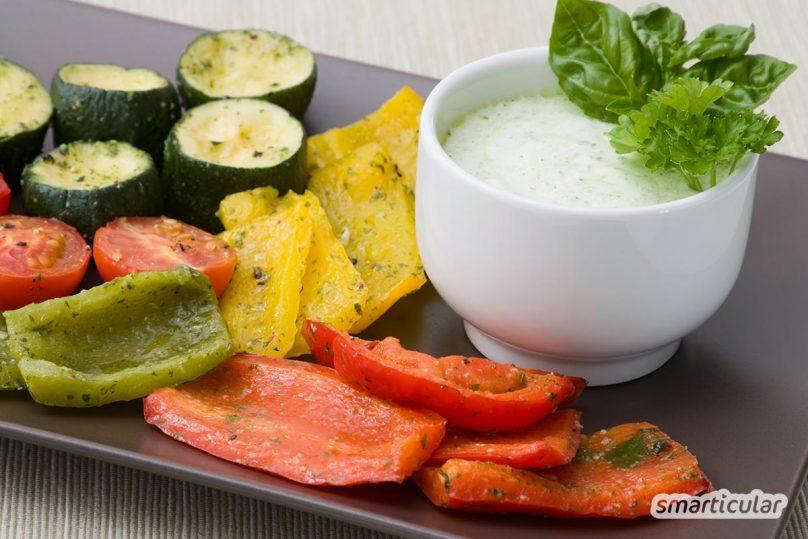 Mit Ofengemüse kann man Gemüsereste, aber auch Gemüse der Saison ohne Aufwand in ein köstliches Gericht verwandeln. Hier ein Rezept mit und ohne Marinade.