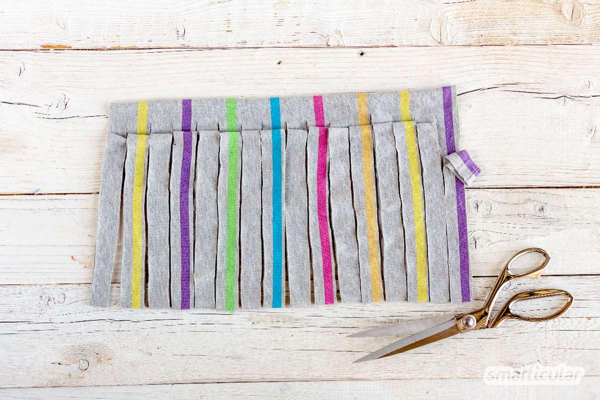 Textilgarn zum Häkeln oder Stricken muss man nicht fertig kaufen - es lässt sich schnell und einfach aus einem alten T-Shirt selber machen.