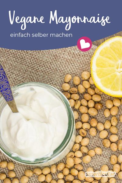 Vegane Mayonnaise lässt sich sehr einfach selber machen. Auch ohne Ei wird diese Mayonnaise fest! Sie schmeckt köstlich und ist zudem lange haltbar.