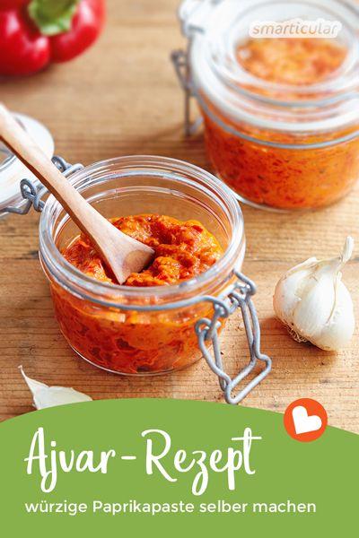 Wer die würzige Paprikapaste Ajvar selber macht, kann die Zutaten und den Schärfegrad ganz nach eigenem Geschmack bestimmen. Hier geht's zu einem einfachen Rezept für Ajvar!