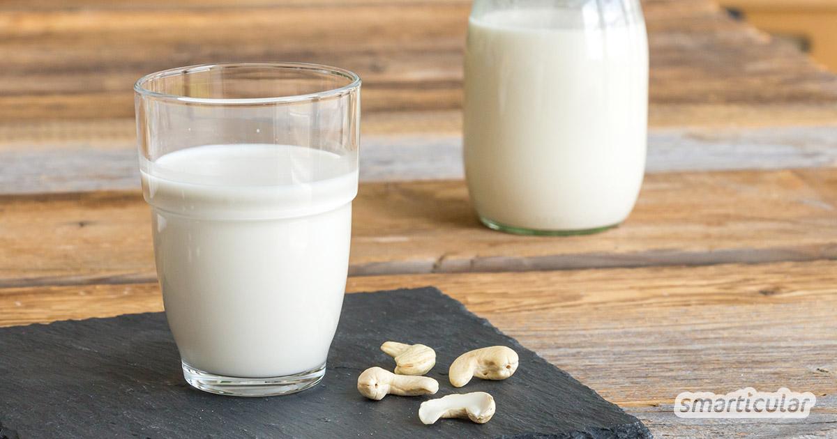 Mit diesem Rezept kannst du Cashewmilch selber machen - es ist einfach und bedarf nur weniger Zutaten und ein paar Minuten Zeit. Sie lässt sich sogar für Kaffee aufschäumen!