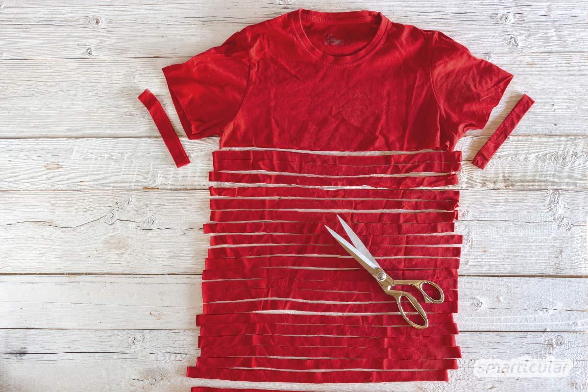 Ein praktisches Einkaufsnetz lässt sich ganz einfach aus Textilgarn knüpfen, das du noch nicht einmal kaufen musst. Es lässt sich aus einem alten T-Shirt selbst herstellen.