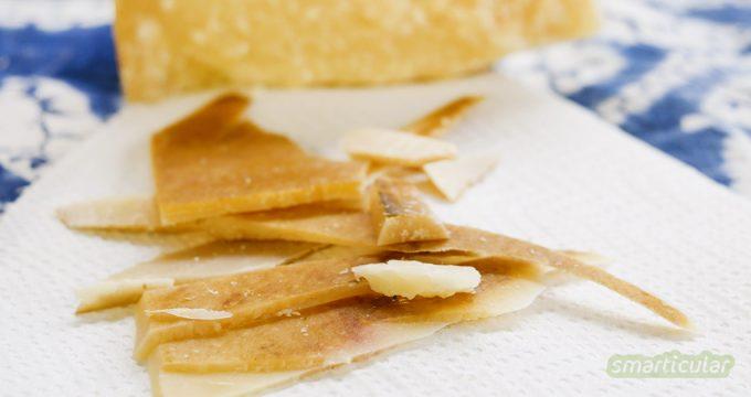 Trockene Käsereste wie Parmesanrinde brauchen nicht im Abfall zu landen! Sie können noch der schmackhaften Käse-Resteverwertung dienen.