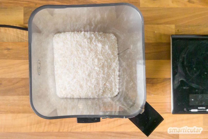 Um Kokosmilch selber zu machen, braucht es nicht viele Zutaten. Mit einem Trick wird sie sogar lange haltbar. Für Kokosmilch wie aus der Dose!