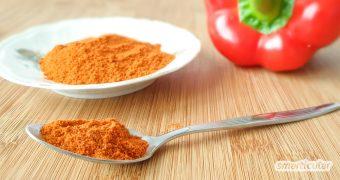 Paprikapulver und Chilipulver lassen sich aus übrig gebliebenen Schoten einfach selber machen, zum Beispiel für ein selbst gemachtes Gemüse-Brühpulver.