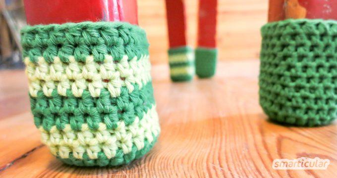 Selbst gehäkelte Stuhlsocken sind eine kreative Alternative, um Stuhlbeine mit Kratzschutz zu versehen. Zudem lassen sich so wunderbar Wollreste verarbeiten.