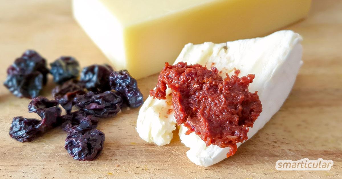 Aus getrockneten Kirschen ist im Nu ein fruchtig-pikantes Kirschpesto gezaubert, das ungewöhnlich gut zu Pasta schmeckt und herzhafte Speisen verfeinert.