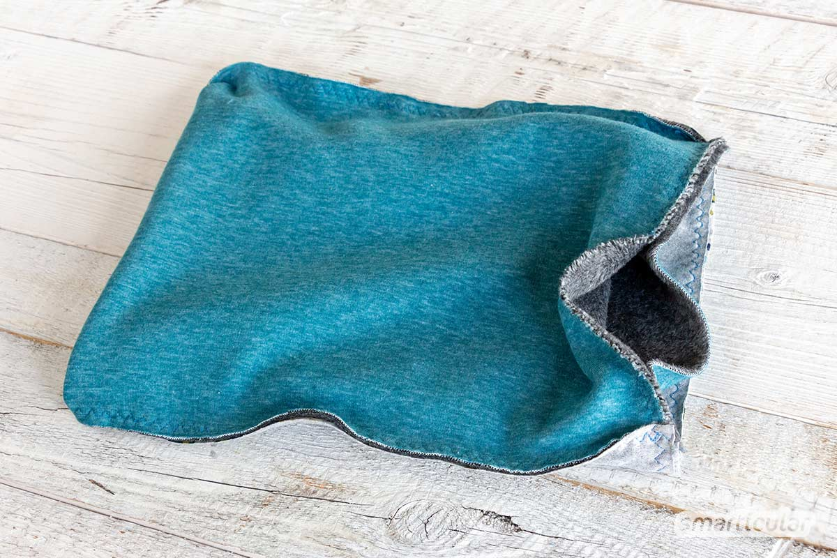 Ein Loop oder Schlauchschal lässt sich mit nur einer einzigen Naht aus einem alten T-Shirt nähen. Und auch eine Version mit wärmendem Innenfutter ist schnell gemacht.